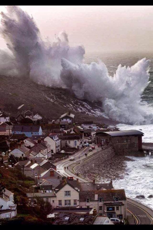 This is what happens when Cornwall UK gets battered by giant waves again, 35 ft high! 2-02-2014