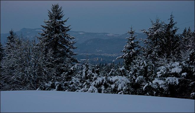 Photo taken Saturday night overlooking Autzen Stadium from the south Eugene hills.