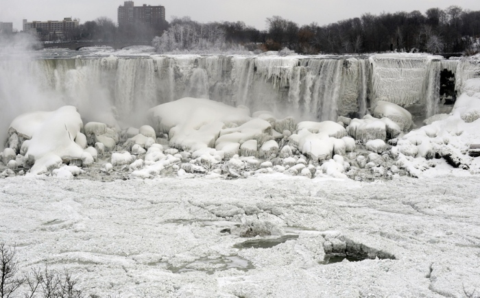 """Polar Vortex"" Freezes Niagrara Falls on 1-08-2014"