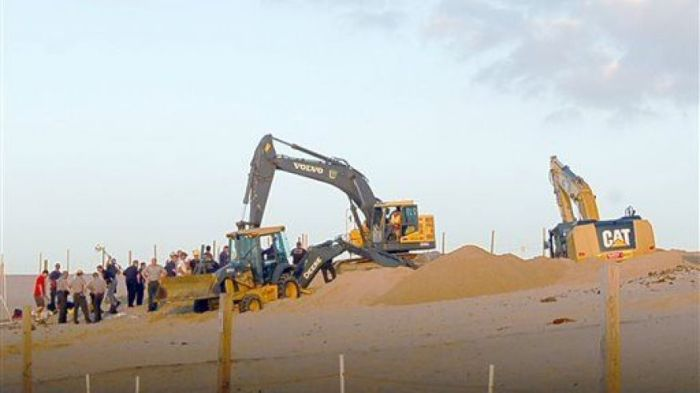 4-28-2014: Officials have shut down a popular public sand dune in Indiana where mysterious holes are appearing—one of which swallowed up a boy for three hours last summer, the Times of Northwest Indiana reports.
