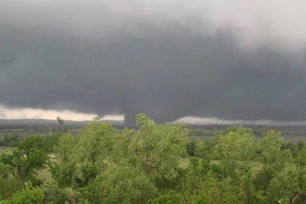4-27-2014: Shawn Reynolds@WCL_Shawn PIC: Massive #tornado that leveled Mayflower, AR [via KATV-TV Facebook page] #ARwx pic.twitter.com/to2it9FAhg