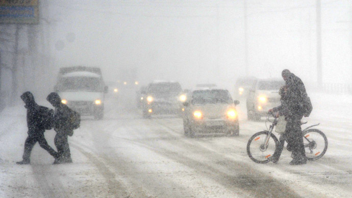 4-26-2014: Russia's Urals region has been hit with freak winter weather, with severe snowstorms causing massive traffic jams, flight delays, power blackouts and school closures.