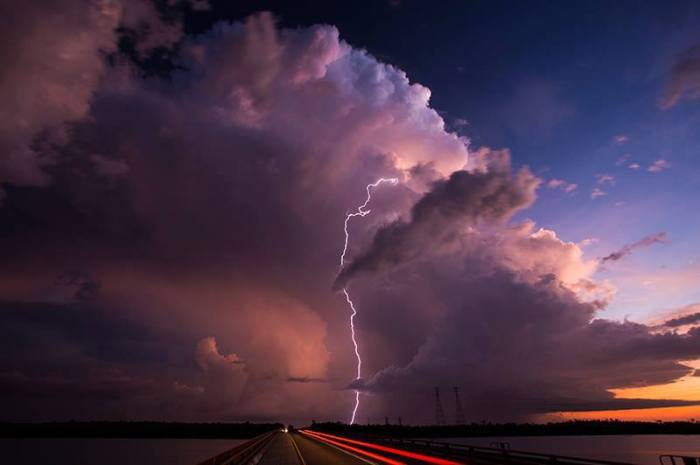 4-2-2014: Liz River Bridge, Australia by a storm chaser.  Source: Willoughby Owen