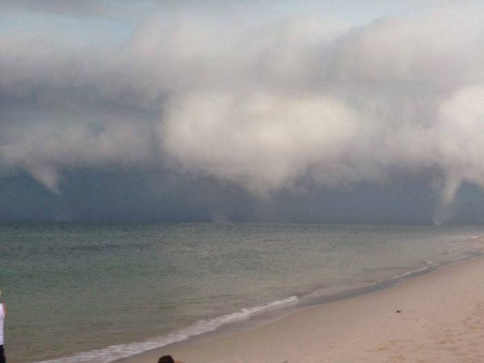 4-6-2014: triple waterspout occured along the convective line approaching Bribie island, Australia. Source: Thomas Hinterdorfer: Extreme Weather Chaser / Jayden & Gaylene Rohd