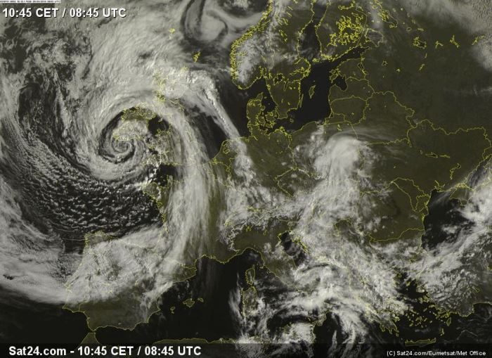 4-26-2014: Exceptional view of the cyclone over the British Isles and its spectacularly developed vortex structure. Central MSLP is currently at 982 mbar.  A SLGT risk area has been assigned to SW British Isles and extreme NW France today: http://www.severe-weather.eu/outlooks-day1/outlook-day-1-valid-26042014/ Source: Sat24.com / Eumetsat / Met Office