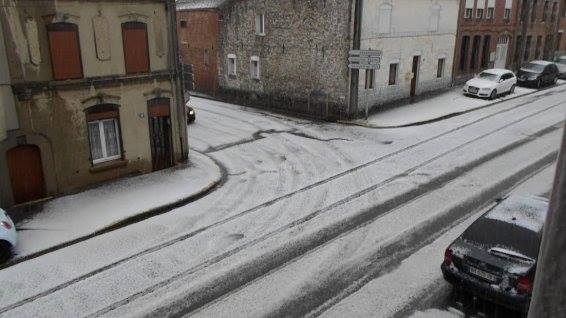 4-21-2014: Heavy hailstorm with large hail accumulation in Berlaimont, France.  Photo: Nicolas Williame via. HebedoMeteo.com