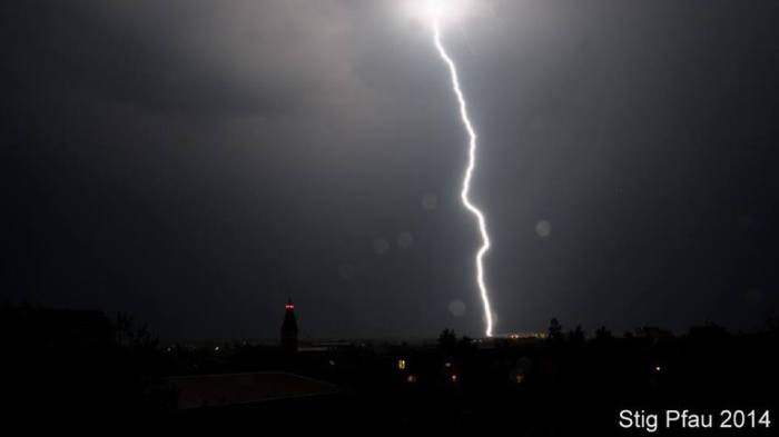 4-25-2014: Lightning shot over Filderstadt, south Germany. Source: StigPfau (@Stigpfau TW)