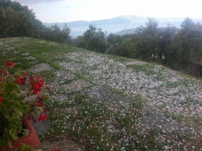 4-18-2014: Marginally large hail with hailstones up to 2 cm in diameter was reported in Skíathos, Greece. Source: Stavros Dafis / European Severe Storms Daqtabase (http://www.essl.org/cgi-bin/eswd/eswd.cgi)