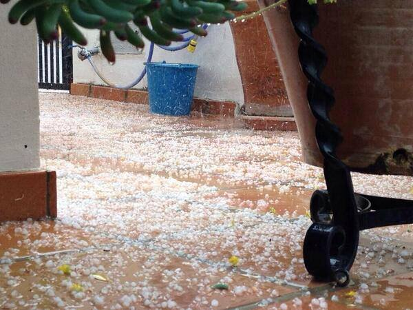 4-21-2014: Small hail in Los Ogíjares, Granada this afternoon from one of many thunderstorms in the region. Source: InfoMeteoTuit (@InfoMeteoTuit on Twitter)