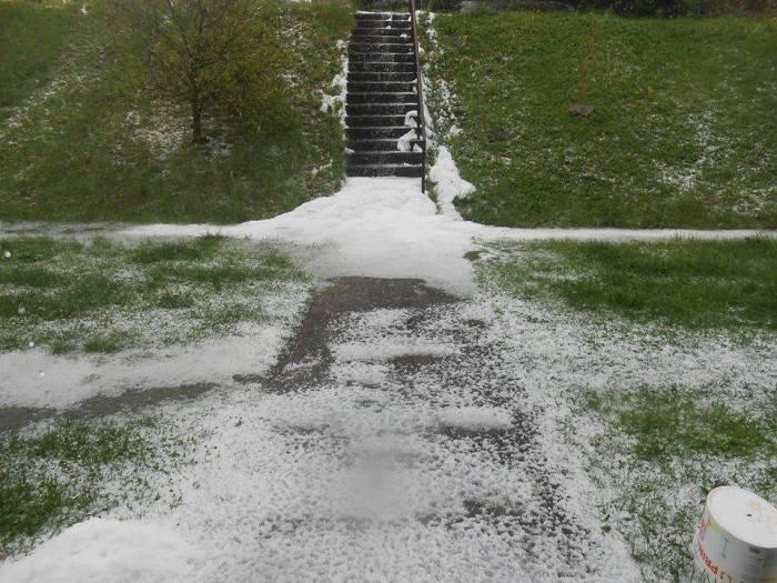 4-21-2014: Large hail accumulation in Strakonice, Czech Republic this afternoon. Source: Kamila Hrášek via. Český hydrometeorologický ústav