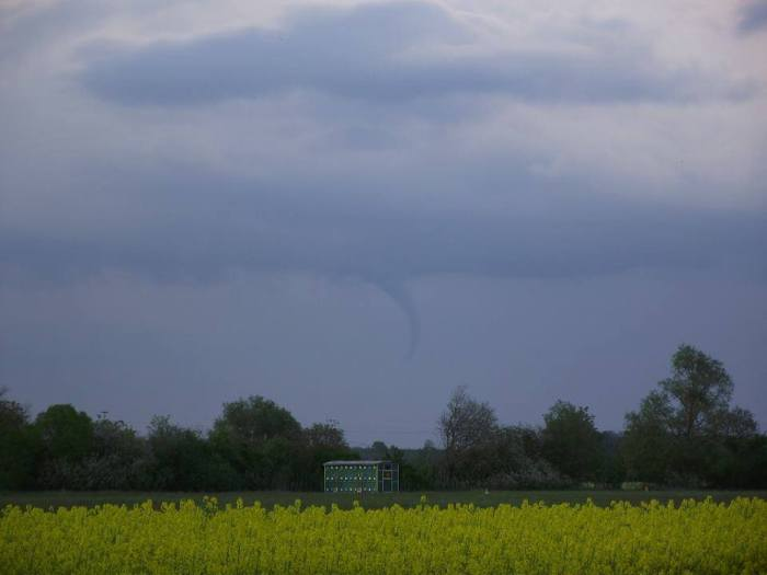4-22-2014: funnel cloud (landspout?) reported in Hungary this late afternoon - this one in Egyházasrádóc.  Source: Hérincs Dávid / metnet.hu via. Kacs David