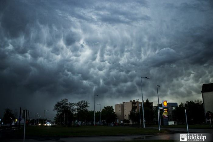 4-19-2014:  clouds over Hungary. Photo: Radics Balázs via. Időkép