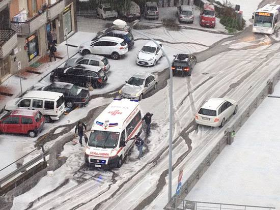 4-4-2014: Storm along the cold front crossing Italian peninsula today resulted in hail accumulation locally, as in city of Viterbo, central Italy.
