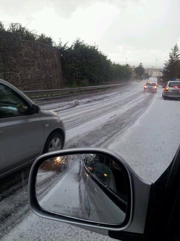 4-5-2014: Hailstorm in Viterbo, central Italy this morning from one of the thunderstorms in the cold core upper low. Source: InfoMeteoTuit (@InfoMeteoTuit on Twitter)