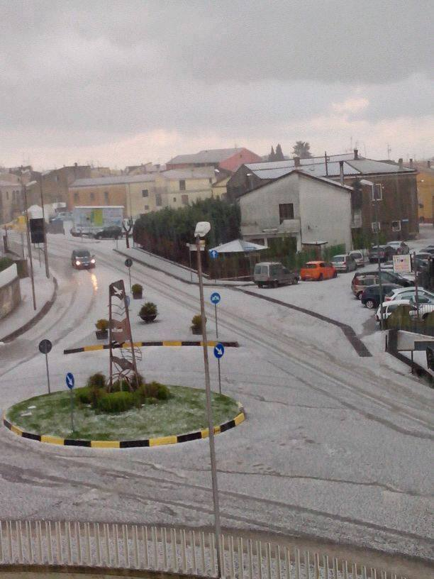 4-12-2014: Hail in Rionero, S Italy this afternoon as a result of storms occuring along the southern Appenini mountain range. Source via Meteonetwork Puglia e Basilicata ONLUS