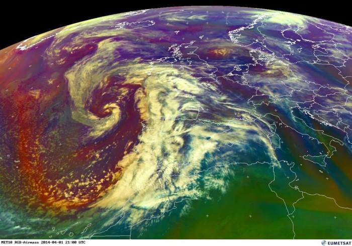 spectacular satellite presentation of large trough centered just west of Iberian peninsula this evening! The frontal system is affecting Portugal and western Spain with heavy rain and strong to locally severe winds. The low centre is down at 985 hPa. Expect high rain amounts resulting from persisting WAA from the Atlantic. Source: EUMETSAT