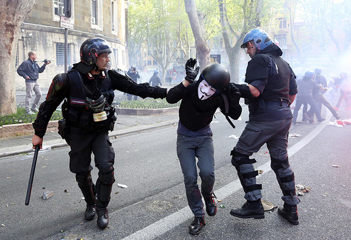 4-12-2014: A demonstrator is detained by policemen during a protest in downtown Rome. (Reuters / Alessandro Bianchi)