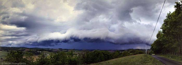 4-24-2014:  shelf cloud (and a great photo!) over Basque Country (SW France). Photo: Seb Lm