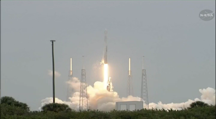 4-18-2014: SpaceX Falcon 9 rocket blasts off on mission to International Space Station