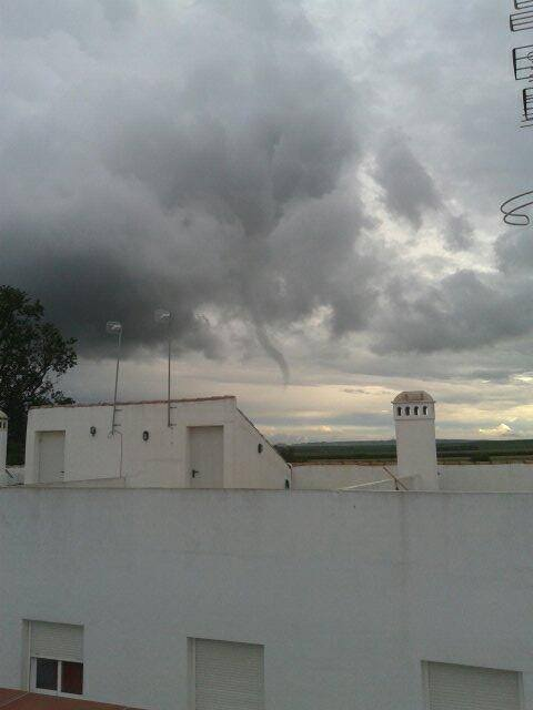 4-21-2014: Funnel cloud, possible waterspout reported in Guillena, Spain this evening. Source: Cazatormentas.Net