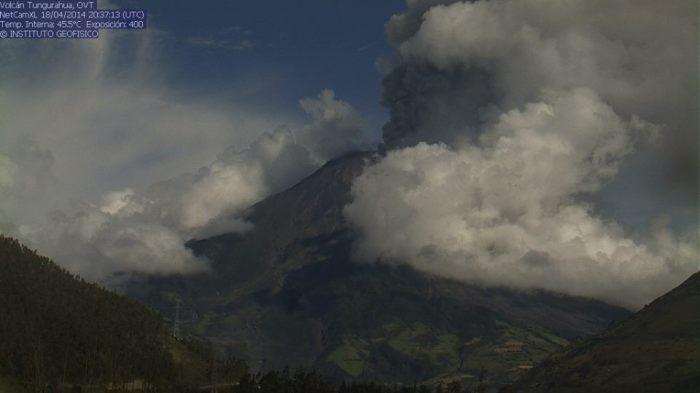 Webcam image of Tungurahua eruption 18th April 2014 21:37 BST
