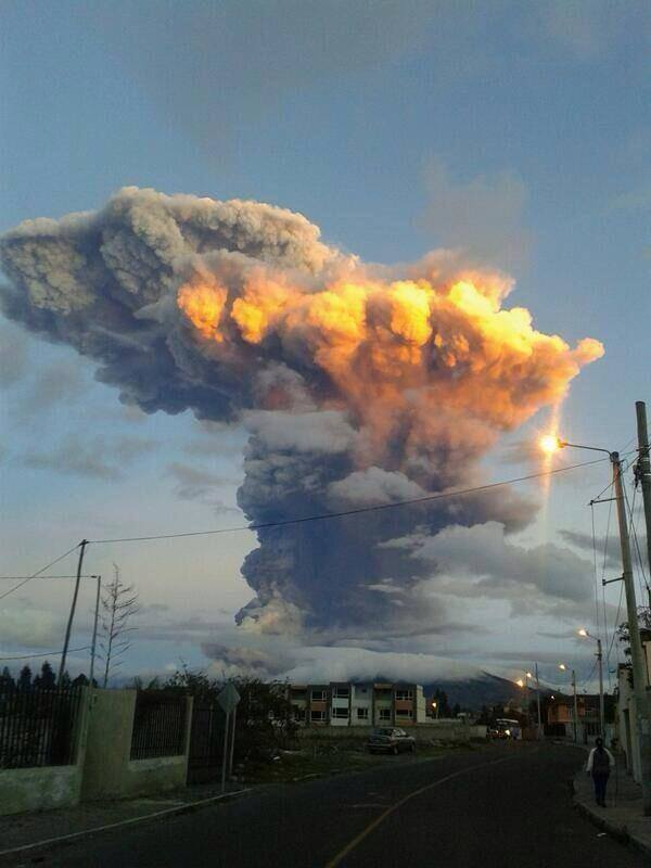 eruption of the Tungurahua volcano in Ecuador today with a powerful pyrocumulus resulting from the volcanic ash. Source: Tony Arellano via twitter @mantaraya64