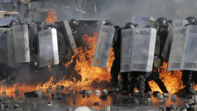 Riot police clash with anti-government protesters outside Ukraine's parliament in Kiev, Ukraine, Tuesday, Feb. 18, 2014. (AP Photo/Efrem Lukatsky)