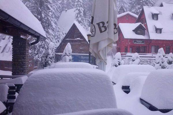 4-17-2014: incredible amount of snow in Vlasic, BiH today. More than 90 cm of fresh snow reported! Source: Andjelko Savic