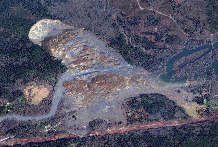 New satellite photo shows the extent of damage caused by Washington state mudslide  More: http://nbcnews.to/1onf0Xq l Photo: Digital Globe/Getty Images