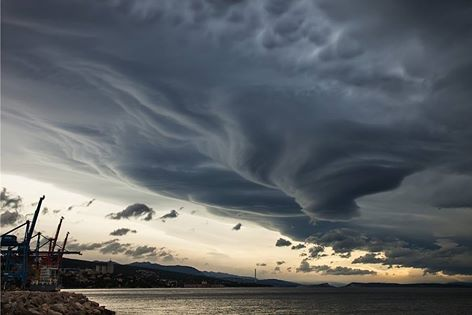 5-4-2014: Late afternoon view over the line of spectacular lenticularis clouds above Rijeka, Croatia. More in the report: http://www.crometeo.hr/dan-spektakularnih-lenticularis-oblaka-foto/