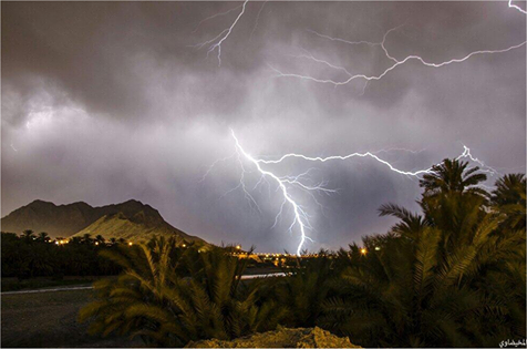 5-4-2014: Oman in the southern Arabian peninsula. These storm produced very large hail in excess of 5cm in diameter! Source: Keraunos Observatoire / http://www.keraunos.org/actualites/fil-infos/2014/mai/chutes-de-grele-sultanat-d-oman-adam-4-mai-2014.html