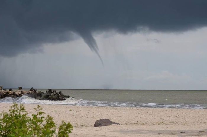 5-31-2014: waterspout occured in Gura Portiței, E Romania on the Danube river delta.  Source: Silviu Pleșcan