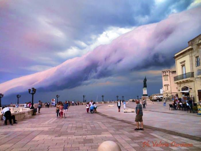 6-10-2014: roll cloud from Otranto (LE), S Italy. More photos: https://www.facebook.com/media/set/?set=a.10152031558246442.1073741878.156246336441&type=1 Source: Valeria Damiano