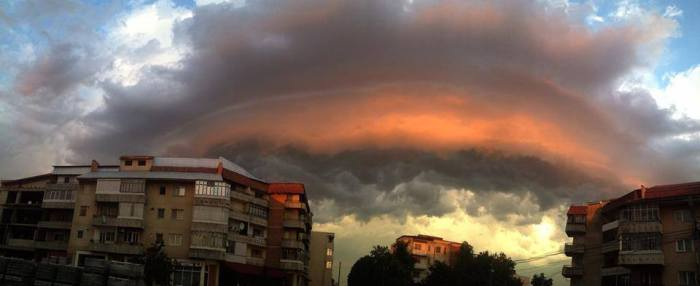 6-7-2014: shelf cloud over Lasi, E Romania. SOURCE:  Claudiu Madalin
