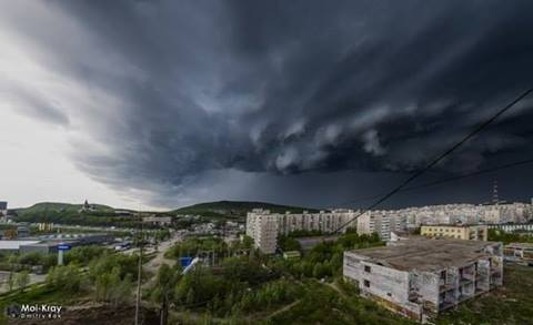 6-6-2014: Powerful hailstorm hit Murmansk region, Russia this afternoon. Judging from the damage and storm structure, the storm was likely a supercell. Source: Mai-Kray / VK club meteo RadarEu Skywarn Europe
