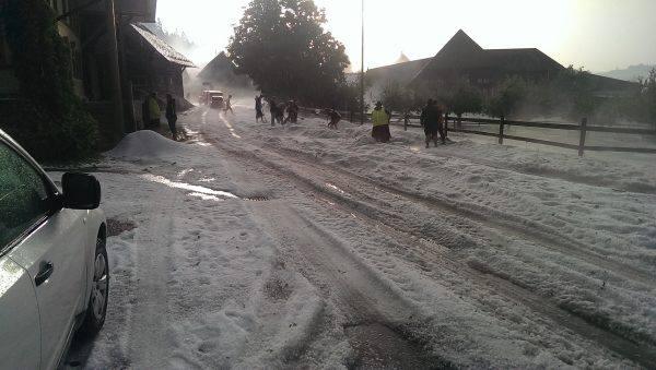 6-12-2014: enormous hail accumulation after the Bern, Switzerland severe hailstorm. Source: http://www.20min.ch/