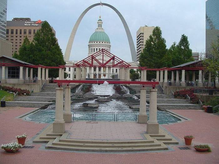 """Take note of the """"mall"""" area of this fountain Mark,, as it portrays all of the principles of energy """"harnessing"""". Columns, Stairways, Pyramid, Fountain, Dome, and finally ARCH. All in direct alignment."""