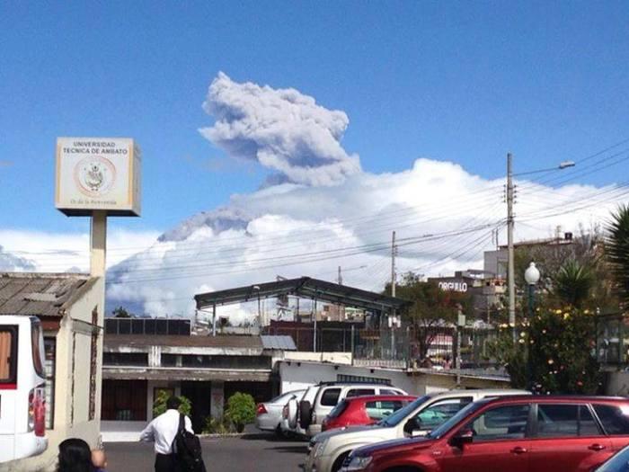 8-2-2014: Eruption in progress on Tungurahua via Tungurahua Volcano