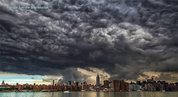 10-1-2014: Apocalyptic sky in New York - Hundreds of new Yorkers have taken picture the sky dark and chaotic Tuesday morning. Weather explanation of this amazing cloud. These very aesthetic altocumulus above the buildings of Manhattan, appearing to swallow the entire city. *Link (more photos) : http://sheilaalien.com/wordpress/ominous-clouds-nyc-ignite-social-media-morning/
