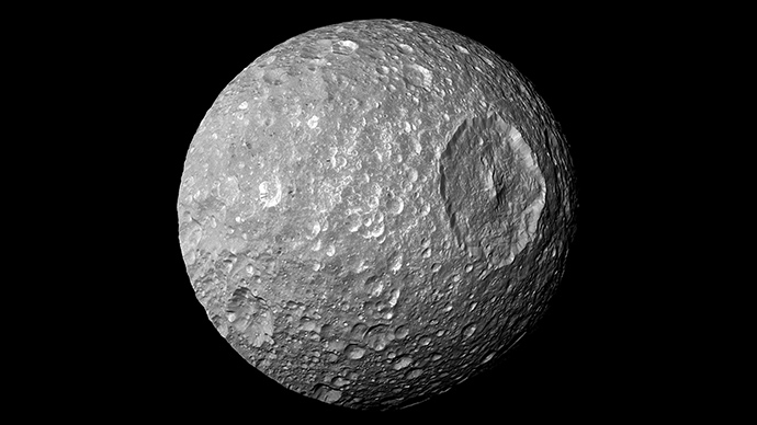 The Saturn moon Mimas (Reuters / NASA) - Mimas, one of Saturn's moons (nicknamed 'Death Star') has a telltale wobble that leads scientists to believe the orb may have underground water ‒ or even a subterranean ocean ‒ according to a new study. Astronomers from the US, France and Belgium focused on the interior of Saturn's icy moon Mimas, the smallest of Saturn's main moons. They based their calculations on high-resolution photos of Mimas snapped by the Cassini spacecraft. The researchers concluded that either the frozen core is shaped like a football, or the celestial body contains water in a liquid state.