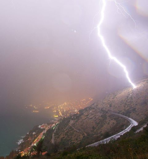 1-18-2015: Another brutal CG lightning strike on Srđ mountain, just out of Dubrovnik, Croatia last night by Boris Bašić / Storm Chasers Dubrovnik Reed Timmer: Meteorologist and Extreme Storm Chaser